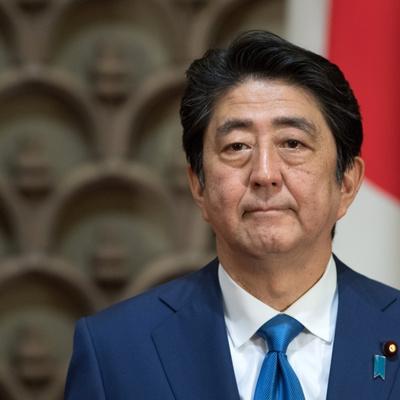 Синдзо Абэ направил ритуальное подношение токийскому храму Ясукуни