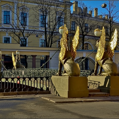 Грифонывозвращаются на Банковский мост в Санкт-Петербурге
