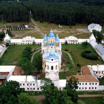Путин и Лукашенко сделали остановку на острове Коневец в Ладожскомозере
