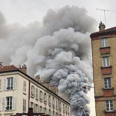 В городе Леваллуа-Перре в пригороде Парижа на рынке вспыхнул пожар