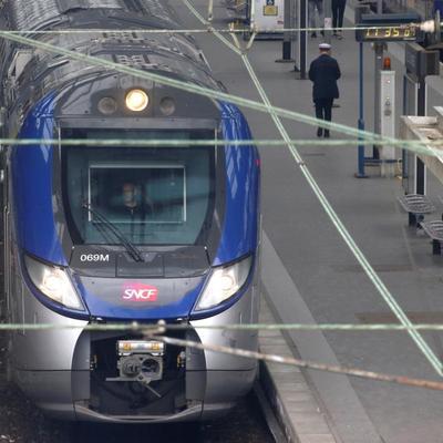 Массовая забастовка во Франции привела к сбоям в движении поездов