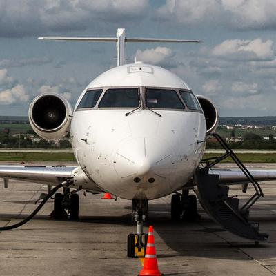 Самолет Бомбардир, вылетевший из Москвы в Череповец, вернулся в Шереметьево из-за неубранного шасси.