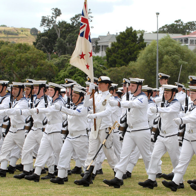 Мужчины, служащие в Военно-морских силах Новой Зеландии, смогут носить макияж