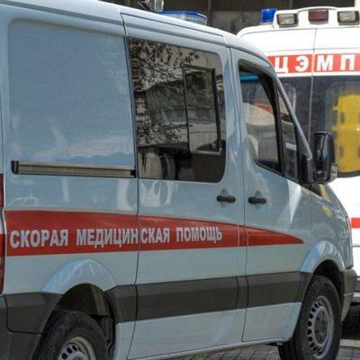 В Красноярском крае автобус съехал с моста и упал на берег реки