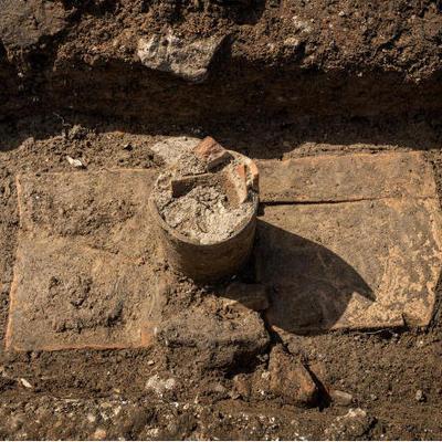 Могилы с трубами для вина нашли во Франции