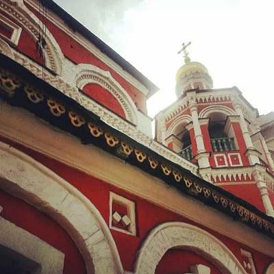 Службы в храмах и монастырях Русской церкви не останавливаются ни на один день