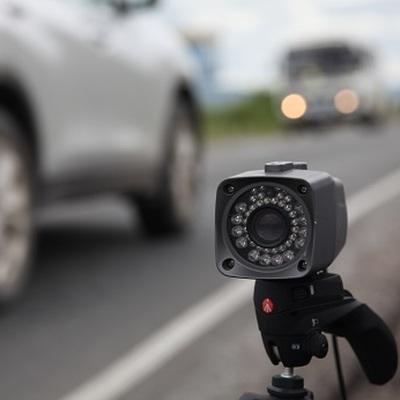 Медведев поручит проработать критерии установки на дорогах передвижных камер