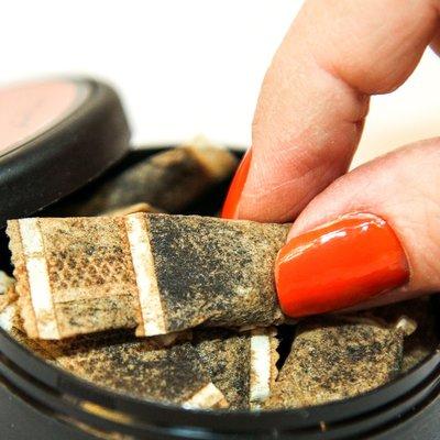 В Госдуму внесли проект о запрете торговли жевательными смесями с никотином