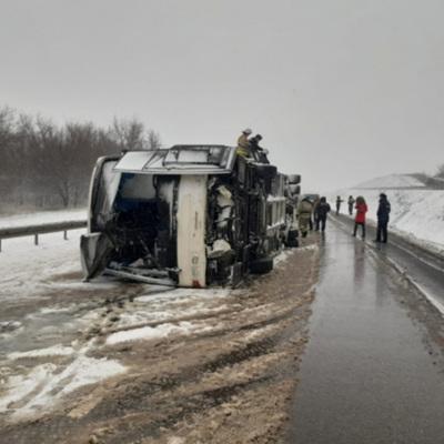 Число пострадавших при опрокидывания автобуса под Воронежем увеличилось до 18