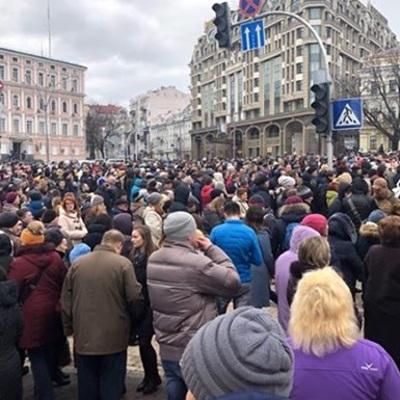 Несколько тысяч человек собрались на Площади независимости в Киеве