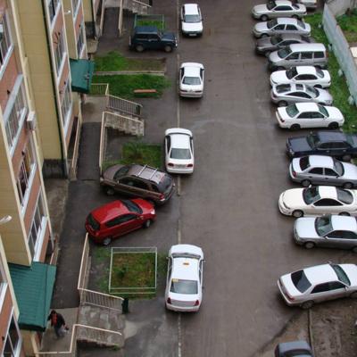 Для столичных водителей подготовят рекомендации по движению во дворах