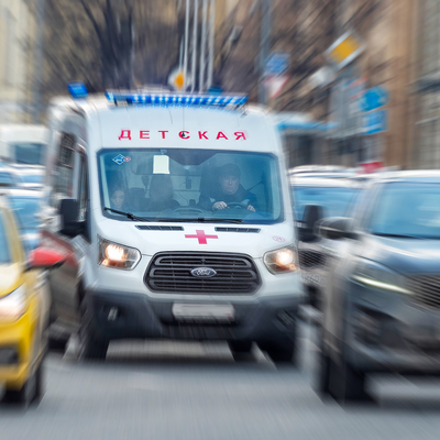 Кусок лепнины упал в коляску с ребенком в Петербурге