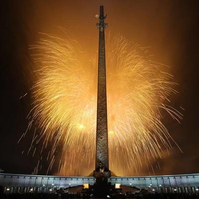 Свыше десяти тысяч фейерверков украсили сегодня небо Москвы