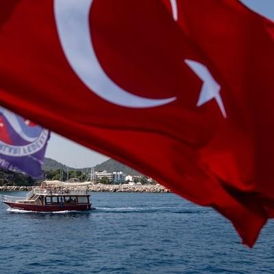 Турция будет пускать без ПЦР-тестов россиян, привившихся любой российской вакциной
