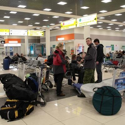 В аэропортах Шанхая и Тяньцзинь отменили около 600 рейсов из-за обнаружения covid-19