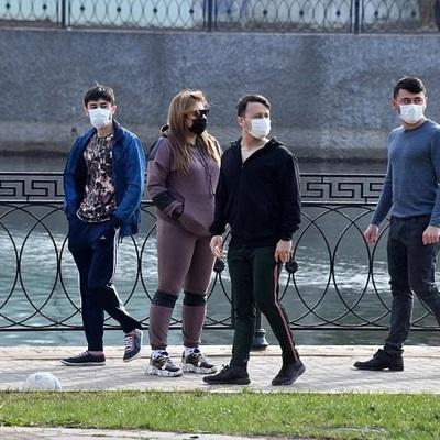 Столичные власти начали призывать москвичей покинуть парки