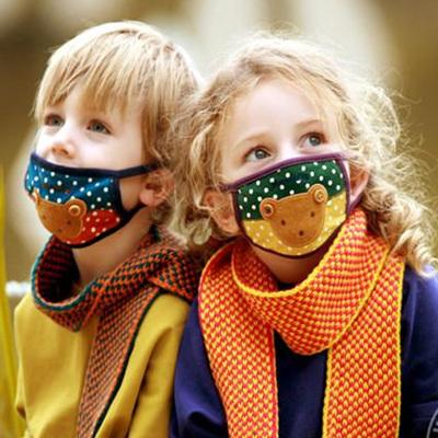 Игры в супергероев могут помочь ребенку привыкнуть к защитной маске