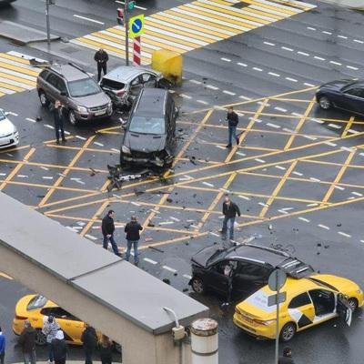Столичная полиция разыскиваетвиновника ДТП с пятью машинами на Садовом кольце