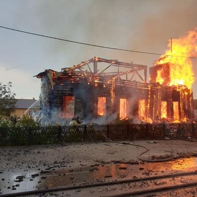 В Томской области сгорел деревянный храм XIX века