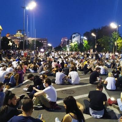 Третий день демонстраций в Белграде начался с акции протеста у здания Народной скупщины