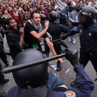 Акция протеста против антикоронавирусных мер властей в Севилье переросла в беспорядки