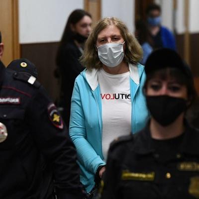 Суррогатная мать из дела о торговле детьми скрывается от следствия на Украине