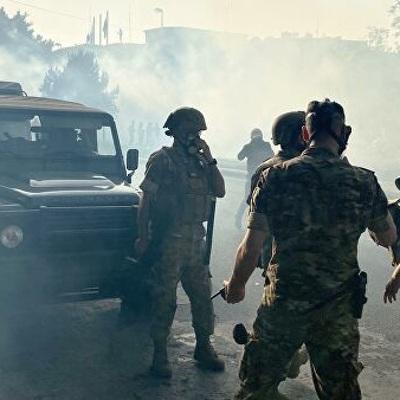 Массовые столкновения демонстрантов и полиции начались у здания парламента в центре Бейрута