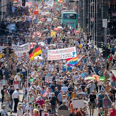 Крупная акция противников эпидемиологических проходит в Берлине