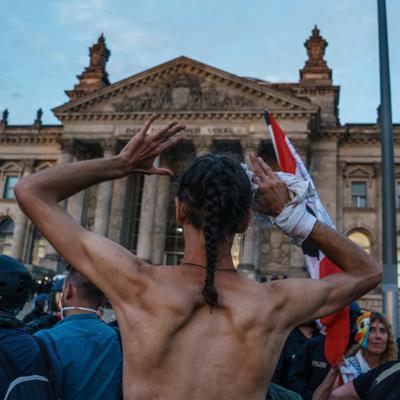 В Берлине проходит вторая за неделю акция противников карантинных мер