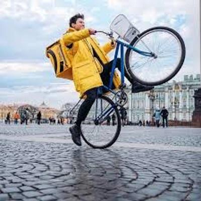 Власти Москвы разрабатывают рекомендации для курьеров-велосипедистов