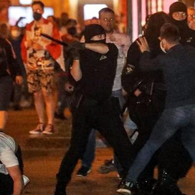 Правоохранители в Гомеле применили слезоточивый газ против протестующих