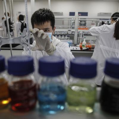 Китай безвозмездно поставляет вакцины в 69 стран