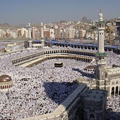 Власти Саудовской Аравии разрешили проведение молитв внутри Большой мечети аль-Харам