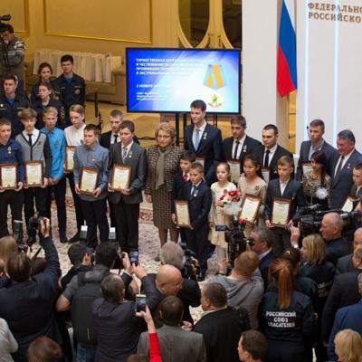 В Совете Федерации наградили детей-героев, церемония прошла в формате телемоста