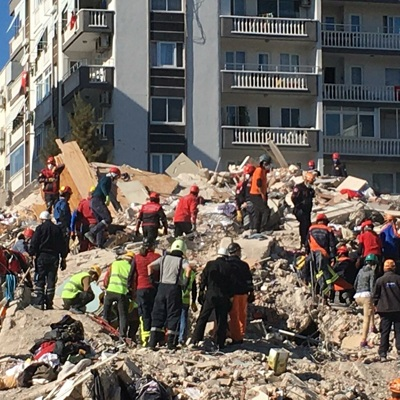 В Турции извлекли из-под завалов 4 живых человек спустя сутки после землетрясения