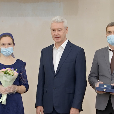 Собянин вручил многодетным семьям почетный знак