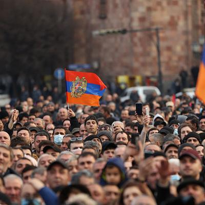 Около 8.000 человек участвуют в митинге оппозиции в Ереване
