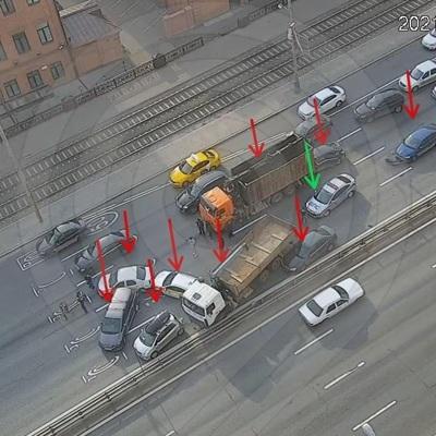 Автомобильное движение на Варшавском шоссе в Москве восстановили после крупной аварии с участием девяти машин