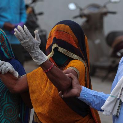Более 24 млн человек заболели COVID-19 в Индии с начала пандемии