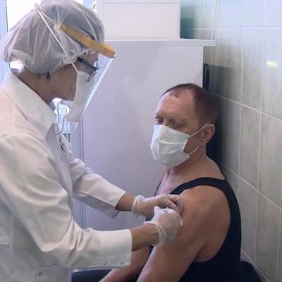 Вероятность заболеть коронавирусом после вакцинации небольшая