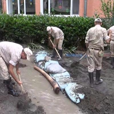 В некоторых регионах России сохраняется сложная ситуация с паводками и пожарами