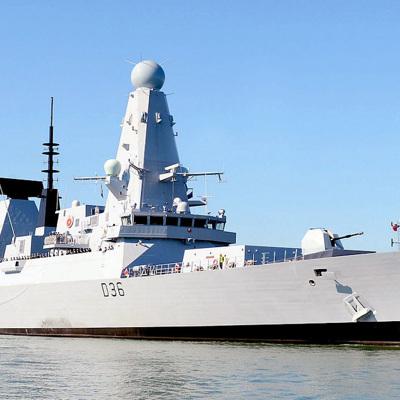 Российскийкорабль выполнил предупредительныйвыстрел по британскому эсминцу