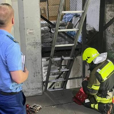 Лифт с людьми упал на складе в подмосковном Реутове