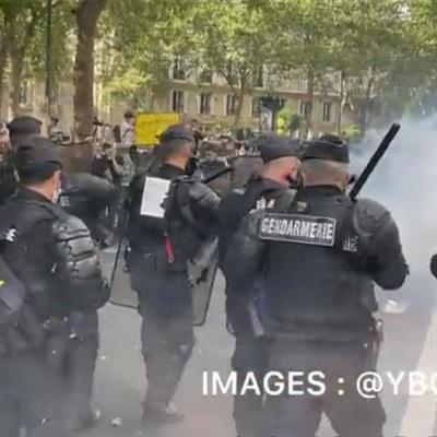 Полиция применила водометы на манифестации в Париже