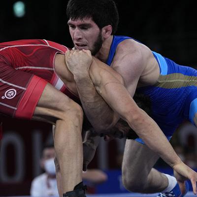 Российский борец Угуев завоевал золото Олимпиады