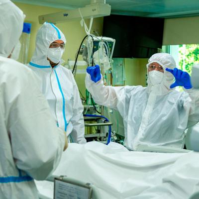 Заболеваемость коронавирусом растет во всех субъектах РФ