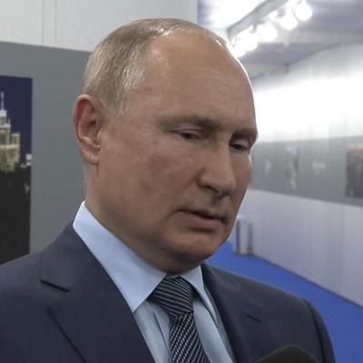Путин: доллар подрывает свои позиции в качестве мировой резервной валюты