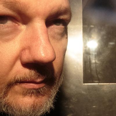 Защита Ассанжа сообщила о риске его самоубийства в случае выдачи в США