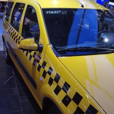 Нетерпеливая москвичка угнала машину медлительного таксиста