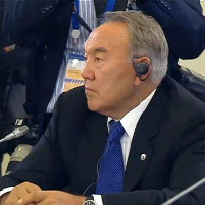 Назарбаев получил право пожизненно возглавлять совбез страны